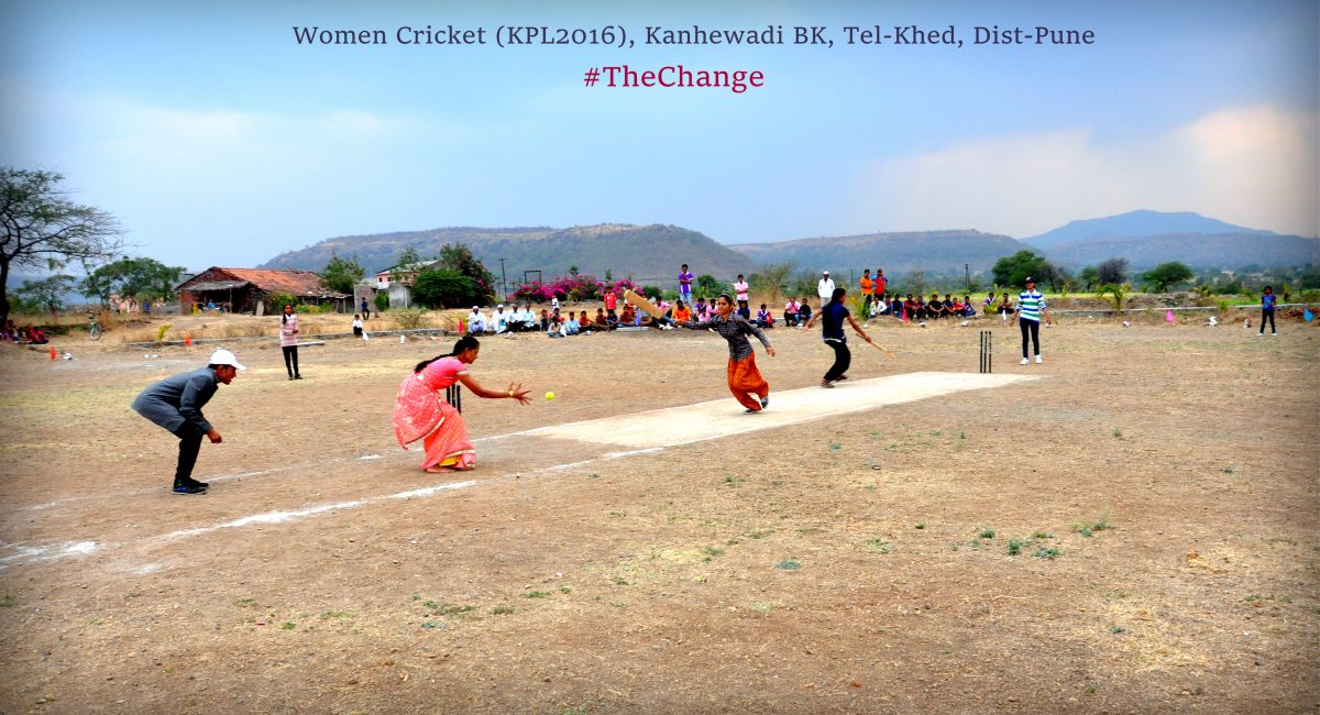 women playing cricket